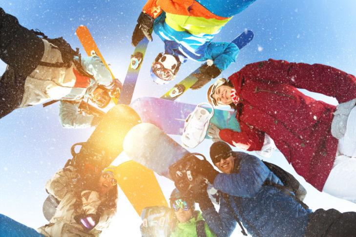 Urlop narciarski z przyjaciółmi to niezapomniane przeżycie.