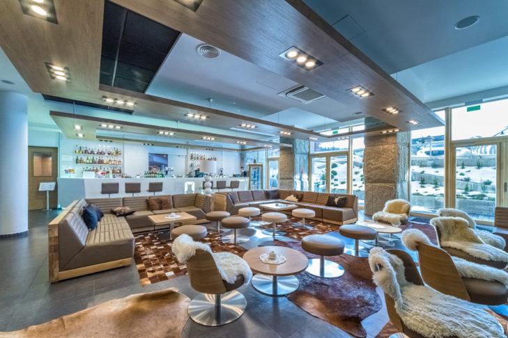 Widok na bar w luksusowej rezydencji w ośrodku Zakopane.