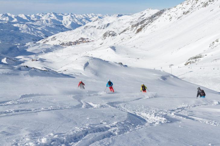 Trasy w głębokim śniegu powyżej Val Thorens.