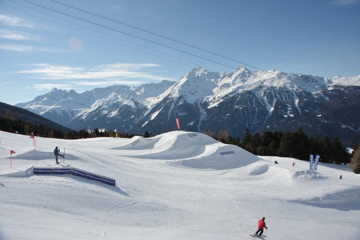 Kicker w snowparku Bormio.