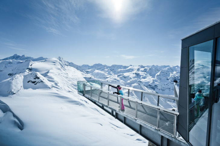 "Platforma widokowa ""Top of Salzburg"" na Gipfelwelt 3000 na Kitzsteinhorn."