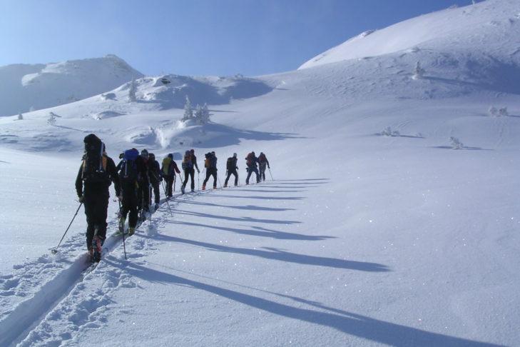 Wycieczki na nartach i rakietach śnieżnych dostarczają wielu wrażeń.
