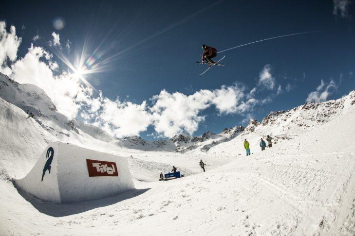 Snowpark na lodowcu Kaunertal oferuje doskonałe kickery do freestyle'u.