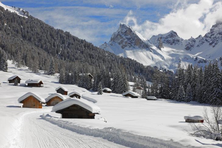 Val di Fassa to dziewicza górska dolina z obfitymi opadami śniegu.