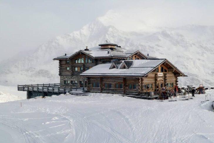 Sunny Valley Kelo Resort to pierwszy przystanek na terenie narciarskim.