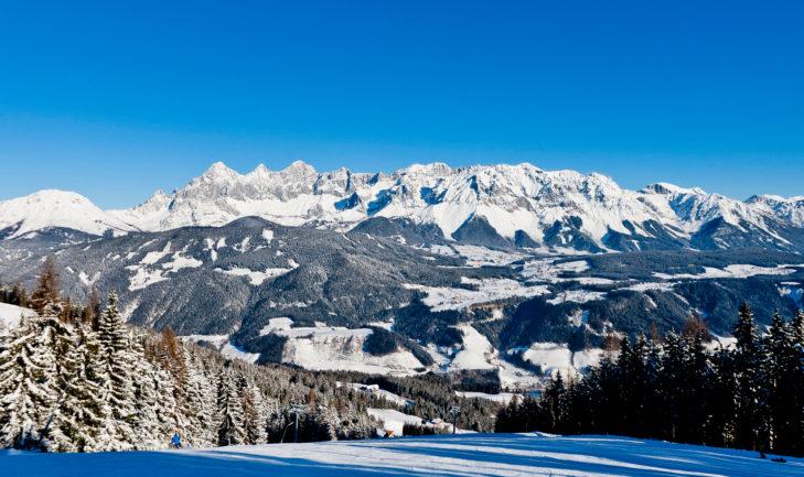 Widok panoramiczny z terenu Schladming-Dachstein na masyw Dachstein.