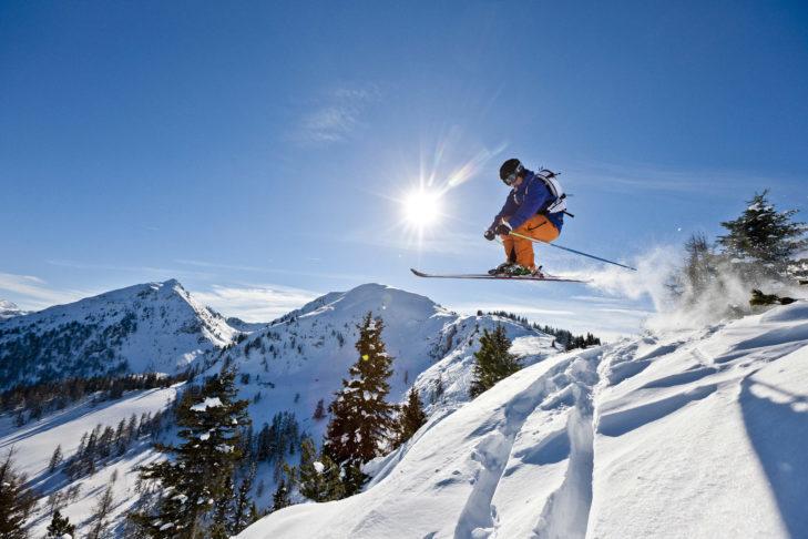Dobre warunki narciarskie gwarantują białe szaleństwo na i poza stokiem.