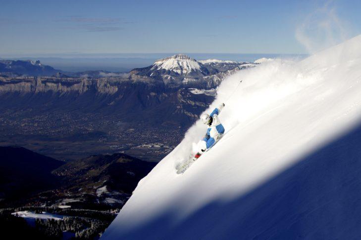 Malownicza panorama terenu narciarskiego Les 7 Laux.