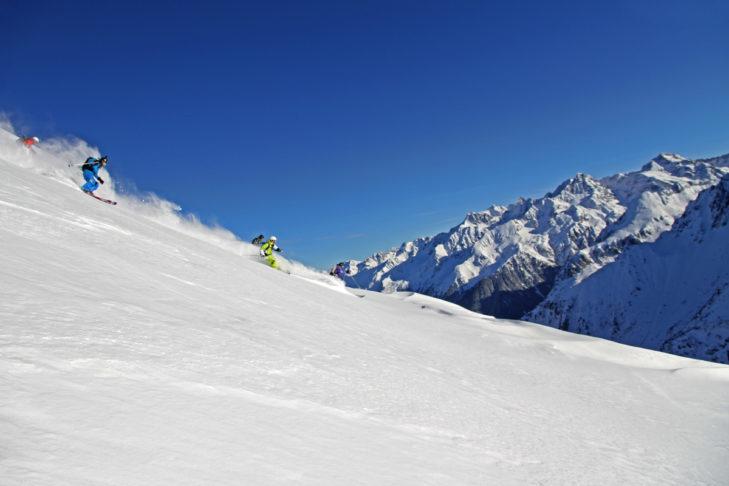 Białe marzenie: niewielki teren narciarski Les 7 Laux.