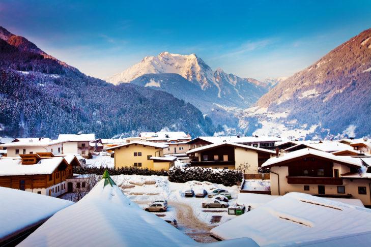 Urlop zimowy w Austrii - widok na krajobrazy wokół Mayrhofen.