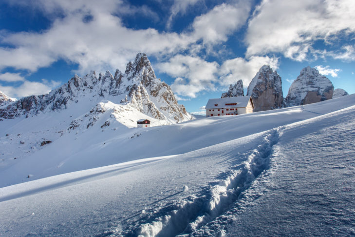 """Formacja górska """"Die Drei Zinnen"""" w Dolomitach."""