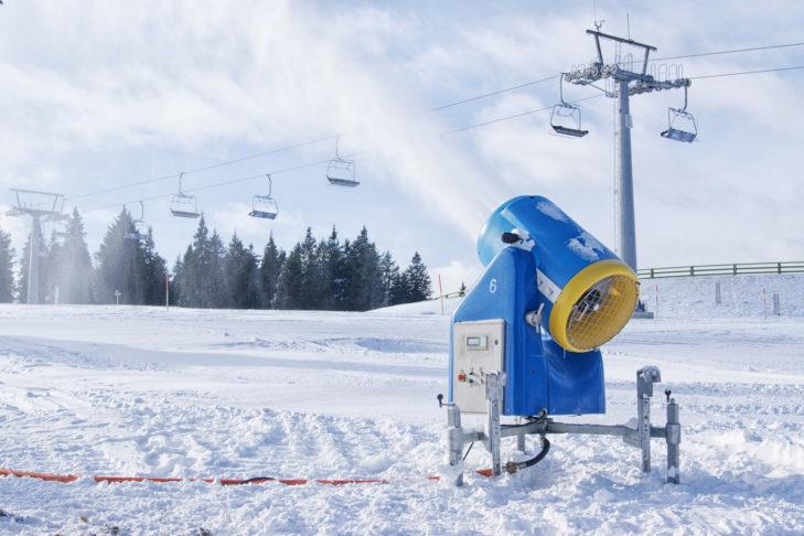 Armatki śnieżne są nieocenione w przypadku braku naturalnego śniegu.