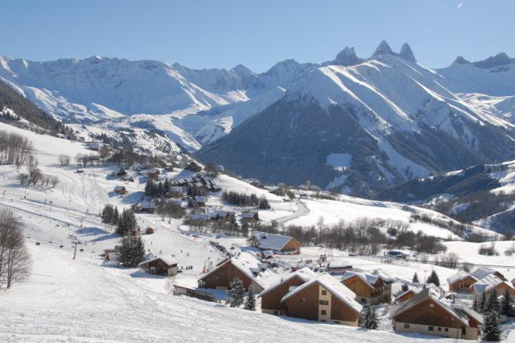 St. Sorlin d'Arves na terenie narciarskim Les Sybelles.