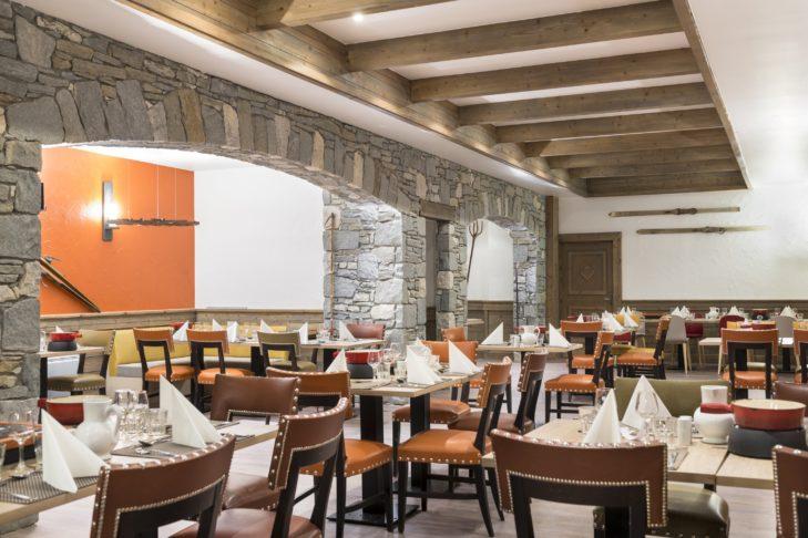 Club Med – Arcs Extrême jest obiektem tylko dla dorosłych i przekonuje przede wszystkim wspaniałą restauracją.