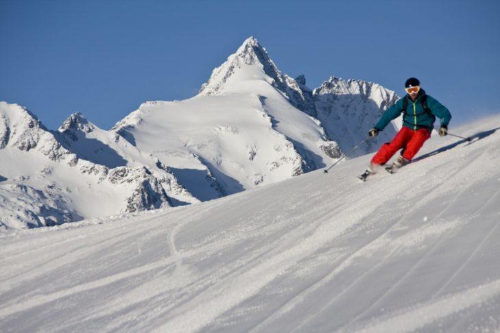 Jazda na nartach z widokiem na najwyższy szczyt w Austrii - Großglockner.