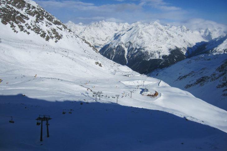 Malownicza panorama na terenie narciarskim Sölden.