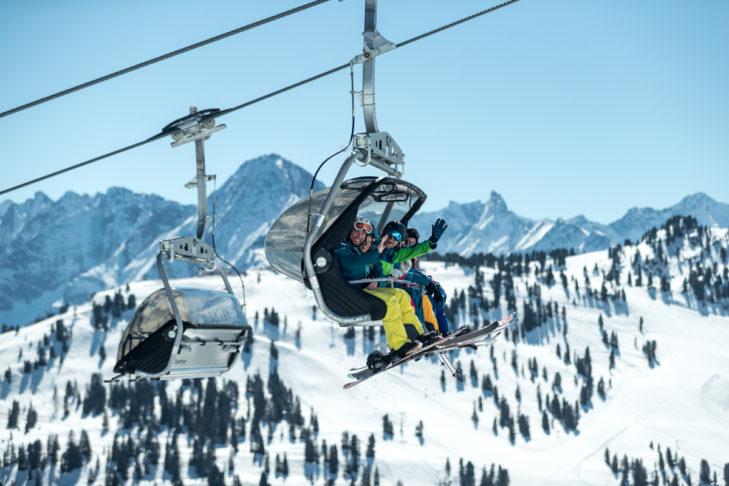Jazda na nartach wiosną to gwarancja słonecznych dni.