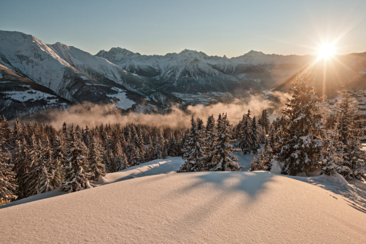 Przepiękny widok na zimowy krajobraz w Belalp.