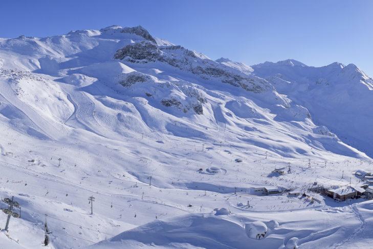 Panorama terenu Silvretta-Arena przy Ischgl.