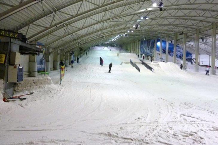 Główna trasa w Snowplanet z funparkiem.