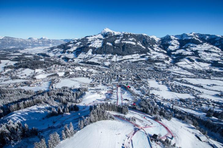Legendarna trasa Pucharu Świata Streif na terenie narciarskim Kitzbühel.