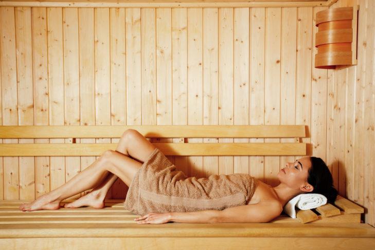 Sauna po aktywnym dniu na stoku doskonale odpręża mięśnie.